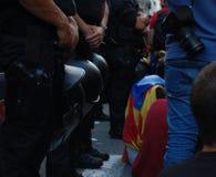 加泰罗尼亚语的Indipendence抗议 卡塔龙尼亚公民投票:prostesting在巴塞罗那街道的人们  2017年10月 库存照片