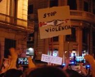 加泰罗尼亚语的Indipendence抗议 卡塔龙尼亚公民投票:prostesting在巴塞罗那街道的人们  2017年10月 库存图片