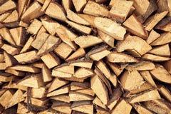 加热的房子木柴在下的冬天期间ho 免版税库存图片