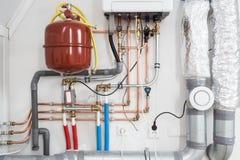 加热的设施,与新热的盛况的家庭锅炉 库存图片