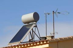 加热的水的太阳电池板 免版税图库摄影