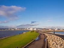 加的夫海湾堰坝在威尔士,英国 免版税图库摄影