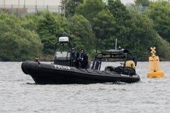 加的夫,英国- 6月02日2017水警艇巡逻加的夫海湾befor 免版税库存照片