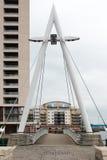 加的夫, WALES/UK - 11月16日:当代步行桥 免版税库存图片