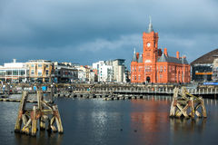 加的夫, WALES/UK - 11月16日:Pierhead和千年中心 图库摄影