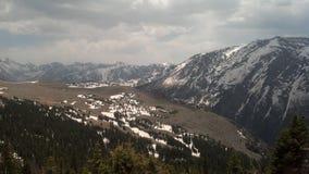 加盖的山雪 免版税图库摄影