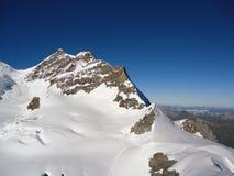 加盖的高峰雪 免版税库存照片