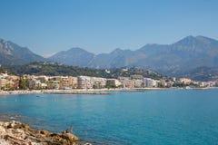 加盖马丁和Roquebrune,法国海滨蓝色海  免版税图库摄影