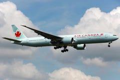 加航波音777-300ER 图库摄影
