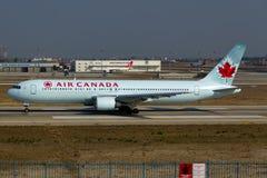 加航波音767-300ER 库存照片