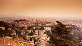 贝加莫市视图 库存照片