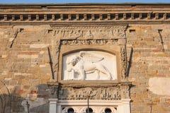 贝加莫-老城市CittÃ亚尔他 环境美化在圣徒威尼斯出现的Marco标志狮子  免版税库存图片