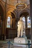 加菲尔德他的詹姆斯纪念品雕象 免版税库存图片