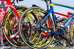 更加诡计多端的Triestina队自行车关闭  库存图片