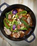 加调料的口利左香肠猪肉炖煮的食物 库存图片