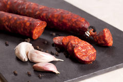 加调料的口利左香肠西班牙语 库存图片