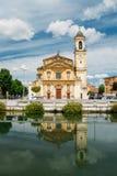 加贾诺,米兰,伦巴第,意大利:Sant ` Invenzio, 17世纪教会的门面  库存照片
