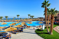 洪加达,埃及- 2013年10月14日:游人是在度假在普遍的旅馆在洪加达,埃及 免版税图库摄影