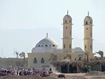洪加达,埃及- 2008年11月13日:游人的徒步旅行队袭击。 库存图片