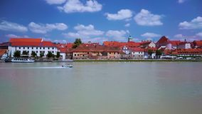加速在德拉瓦河河,被借,马里博尔,斯洛文尼亚的汽艇 股票视频