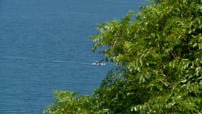 加速横跨海的小船 影视素材