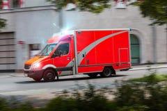 加速的救护车汽车 库存照片