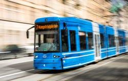 加速的电车在斯德哥尔摩排行7 库存照片
