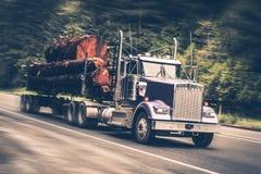 加速的采伐的卡车 库存照片