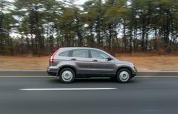 加速的SUV 免版税库存图片