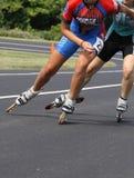 加速线型冰鞋和溜冰者滑冰的摘要  库存图片