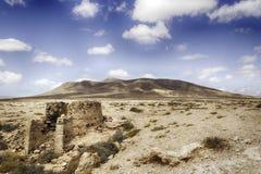 加那利群岛沙漠沙子-兰萨罗特岛重创的Hacha 库存图片