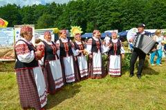 加里宁格勒地区,俄罗斯 白俄罗斯语全国民间传说合奏行动一个农业假日 免版税图库摄影
