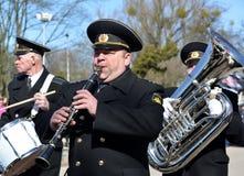 加里宁格勒,俄国 一条黄铜海军带的音乐家 库存图片