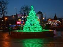 加里宁格勒,俄国 一棵装饰绿色冷杉--树在微明下 免版税库存图片