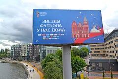 加里宁格勒,俄国 与题字足球明星的一副广告横幅在我们的地方 世界杯足球赛在俄罗斯 免版税图库摄影