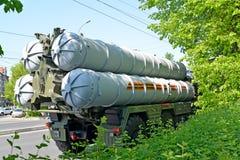 加里宁格勒,俄国 在Sovetsk的S-300地对空导弹系统STAMS在游行以后的内容说明书以纪念vi 库存图片