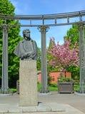 加里宁格勒,俄国 对A的一座纪念碑 S 普希金在春天正方形 免版税库存图片