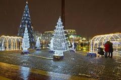 加里宁格勒,俄国 有新年的风景的胜利广场 图库摄影