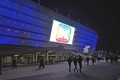 加里宁格勒,俄国 爱好者从波罗地离开是na体育场在足球比赛以后的末端 免版税图库摄影