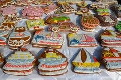 加里宁格勒,俄国 纪念品gingebreads销售在民间艺术市场的  免版税库存照片