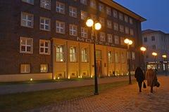 加里宁格勒,俄国 莫斯科旅馆在冬天晚上 在修造的莫斯科的俄国文本 库存照片