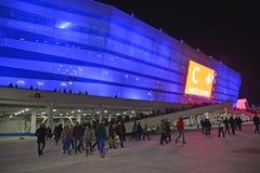 加里宁格勒,俄国 观众从波儿地克的竞技场体育场离开在足球比赛以后的末端 免版税图库摄影