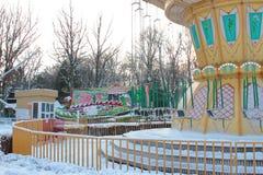 加里宁格勒,俄罗斯- 2019年1月:空的游乐场冬日 库存图片