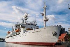 加里宁格勒,俄罗斯- 2018年9月10日:研究船宇航员维克托Patsayev驻防在码头 展览博物馆  免版税库存图片