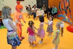 加里宁格勒,俄罗斯- 2016年9月18日:一个假日对于儿童俱乐部 库存照片