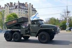 加里宁格勒,俄罗斯- 2015年5月09日:作战车辆BM-21 (Gr 免版税库存图片