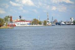 加里宁格勒,俄罗斯- 2015年5月03日:商业海口全景  免版税图库摄影