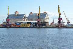 加里宁格勒,俄罗斯- 2015年5月03日:集装箱码头和o 库存照片