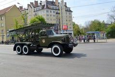 加里宁格勒,俄罗斯- 2015年5月09日:BM-13卫兵喷气机灰浆  图库摄影