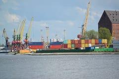 加里宁格勒,俄罗斯- 2015年5月03日:tr的集装箱码头 库存照片